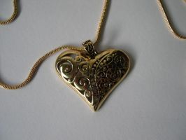 Closeup of Heart Necklace by fantreasureplanetljs