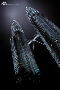 Petronas Twin Towers by reubenteo