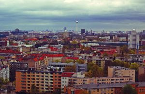 Berlin likes rain by Juelej