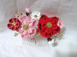 Plum blossom comb by EruwaedhielElleth