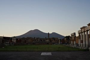 Vesuvius in the evening by HMSpeedFreek