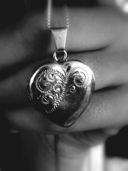 . . . Silver Locket . . . by likescarecrows