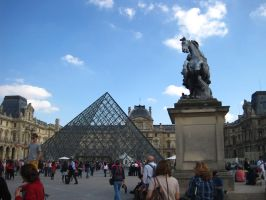 PARIS: Leaving the Louvre by beekay84
