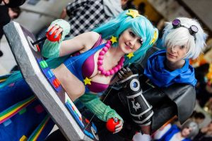 Arcade Sona and Frosted Ezrael cosplay by CZSKLoLCosplayers