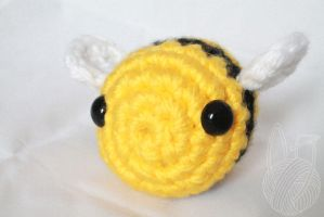New Bee - Sale on Storenvy by theyarnbunny