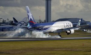 Boeing 767 'LAN' Landing 2 by shelbs2