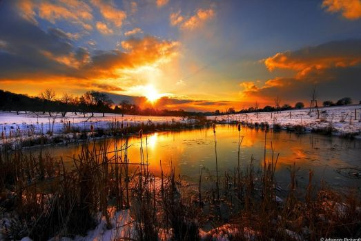 A cold sunset by JoInnovate