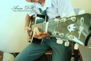 playing guitar by dehai