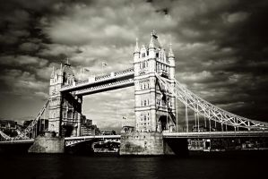 Tower bridge by Malleni