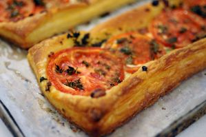 goat cheese and tomato tart by aperture24