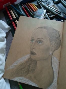 Woman with fur and pearls - In progress by Inge-Mertens