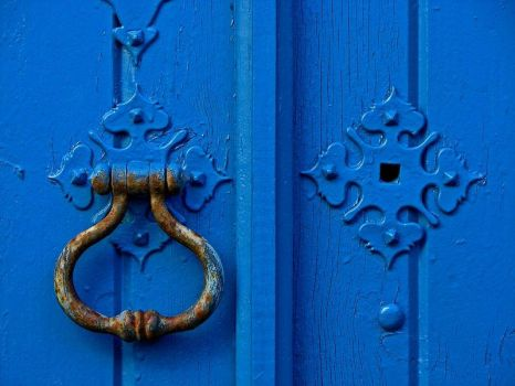 Blue door by Piquebube
