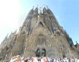 Sagrada Familia by jellybear07