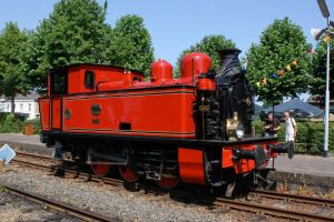 Little Red Steam Engine by ZCochrane