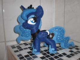 Luna's mane now sparkles! by CaveLupa