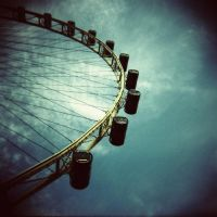Singapore Flyer by lomolitrato