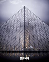 pyramide du louvre by easycheuvreuille