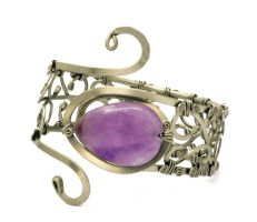 Metal Bracelet with Amethyst by hyppiechic