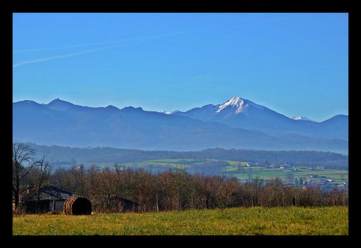 Les Pyrenees by Feufoll3t