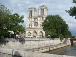 Norte Dame by BethyPie
