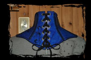 leather gorget back view by Lagueuse