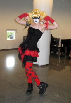 Tracon 7 2012: Harley Quinn cosplay by ManapointSan