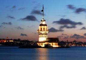 Maiden's Tower by grafikerkartal
