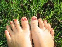 Toes In The Grass by Truffly