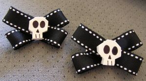 Skull Bow Hair Clips by lavadragon