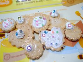 Sweet and Sprinkle pendants by HachimitsuHoney