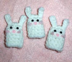 Bunny Finger Puppets by happysquidmuffin