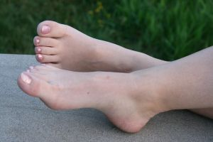 Lea's cute bare feet 003 by foot-portrait