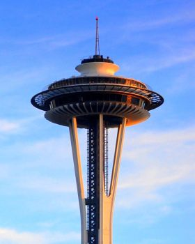 Space Needle Sunkissed . . . by Momofbjl