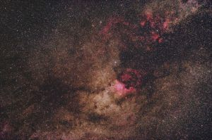 The Milky Way around Deneb by blackparticle