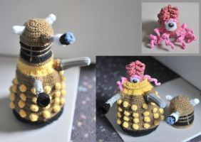 Amigurumi Dalek with content! by Space-Un1corn