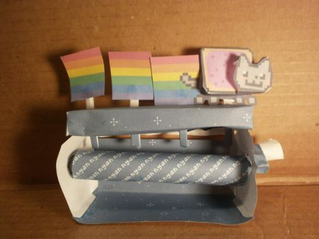 Nyan Cat papercraft by sabrynaM
