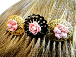 Vintage Style Floral Hair Comb by salvagedsword