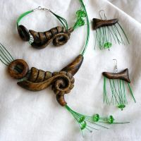 Green jewelry set by AmberSculpture