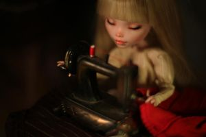 tiny sewing tiny machine by Szklanooka