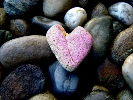 Heart Rounded Pebble by HalitYesil