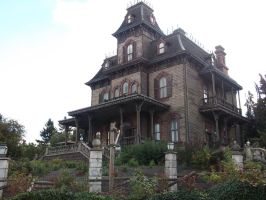 Phantom Manor by daylight by Bez9