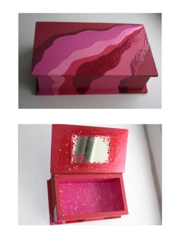 red little box by tulien
