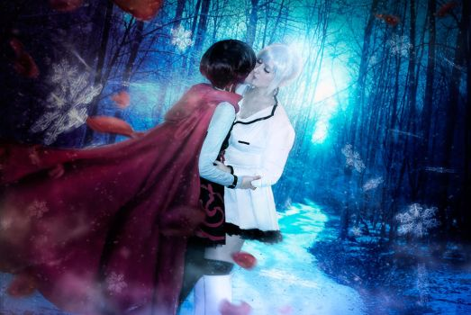[RWBY]WhiteRose kiss in the forest -Ruby and Weiss by Tifa-Lock