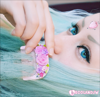 Decoden hair comb by decoland
