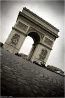 Arc de Triomphe by BenHeine