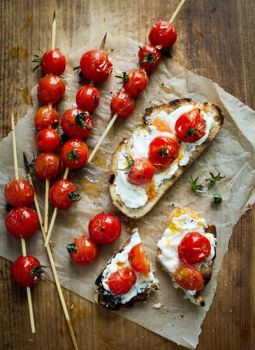 Grilles Sourdough bread with roasted tomatoes by Minicoops