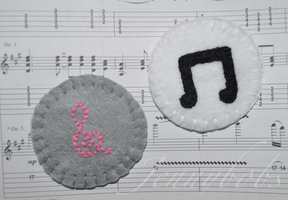 mlp Octavia and Vinyl felt brooches by Blindfaith-boo