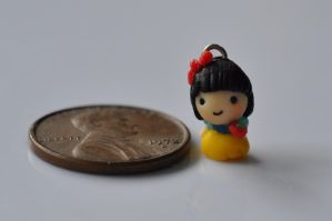 Teeny snow white by wibblequibble