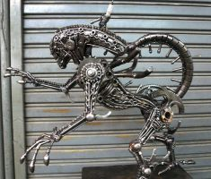 Metal Alien sideview by Kreatworks