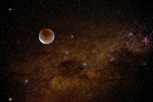 Lunar Eclipse with Milky Way by Leeveye